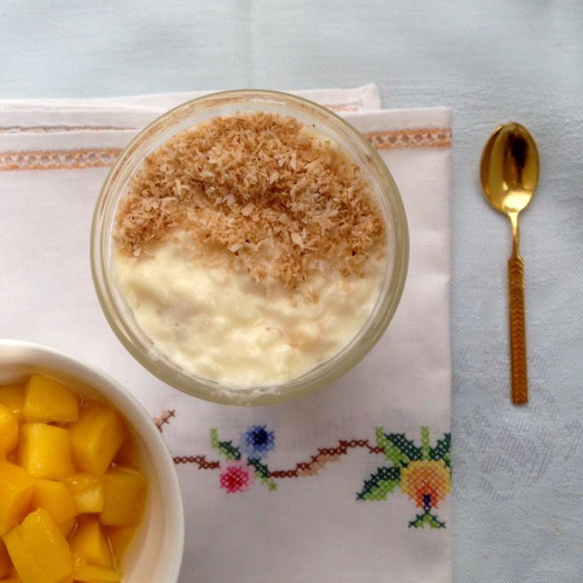 Creamy rice pudding with coconut and mango
