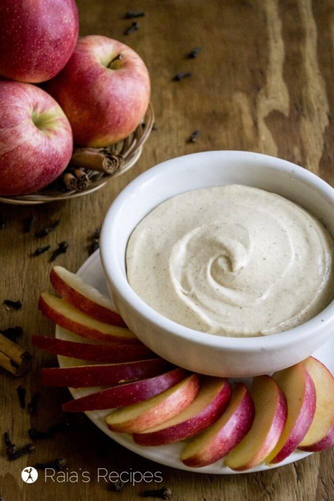 11 dairy free pumpkin recipes - pumpkin spice fruit dip
