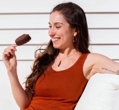 emily-meyer-outside-holding-dairy-free-ice-cream