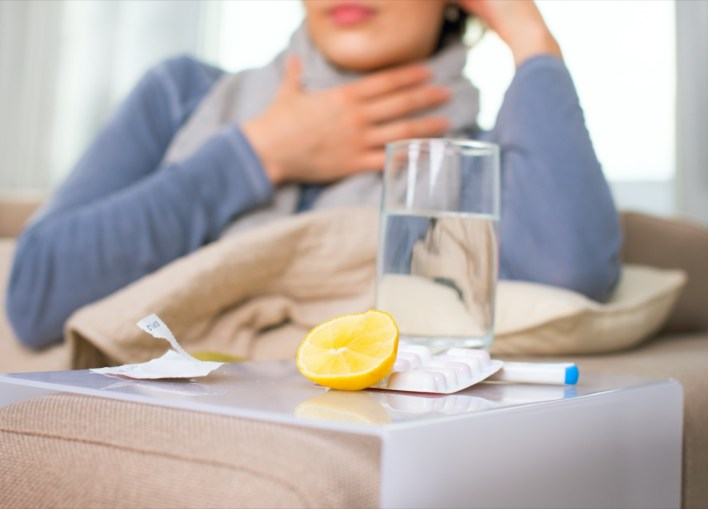 بیمار عورت اور سردی کا علاج۔