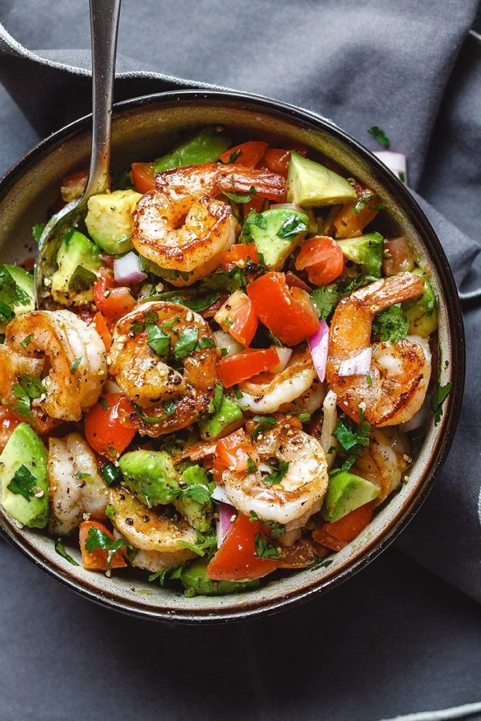 Shrimp and Avocado Salad - #eatwell101 #recipe #paleo #keto #lowcarb #shrimp #salad - Fresh, easy, and filling! This healthy salad for two tastes crazy good and is loaded with the freshest ingredients! - #recipe by #eatwell101