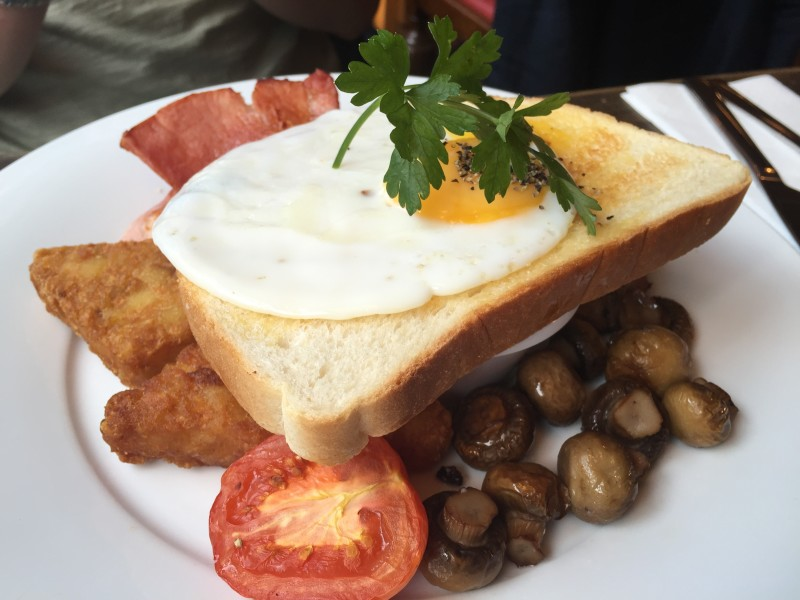 The fry-up at the Bacco Lounge, Rugby