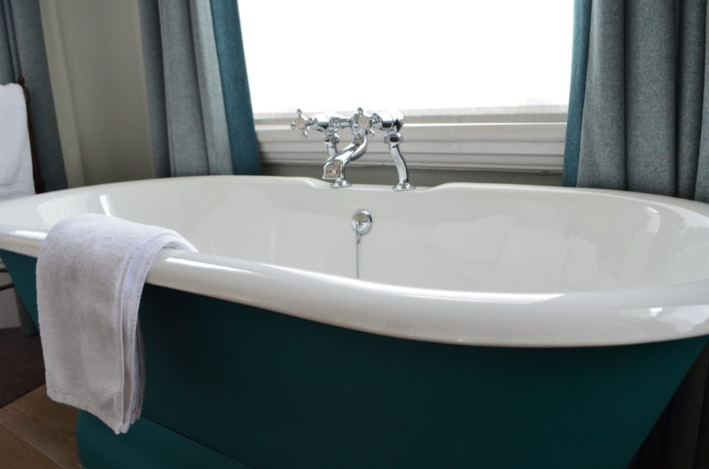 Bedroom bathtub at the High Field Town House, Birmingham