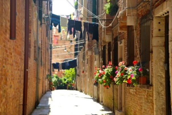 Venice alleyways clothes