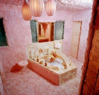 Jayne Mansfield bathroom
