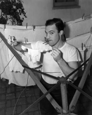 Gene Kelly hanging up laundry