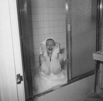 Marilyn Monroe in the bath