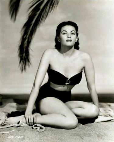 Yvonne de Carlo on beach