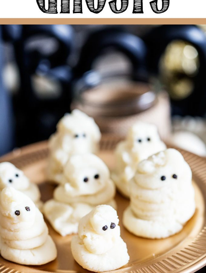 Darling Mashed Potato Ghosts with black peppercorn eyes make a healthy, fun Halloween side!