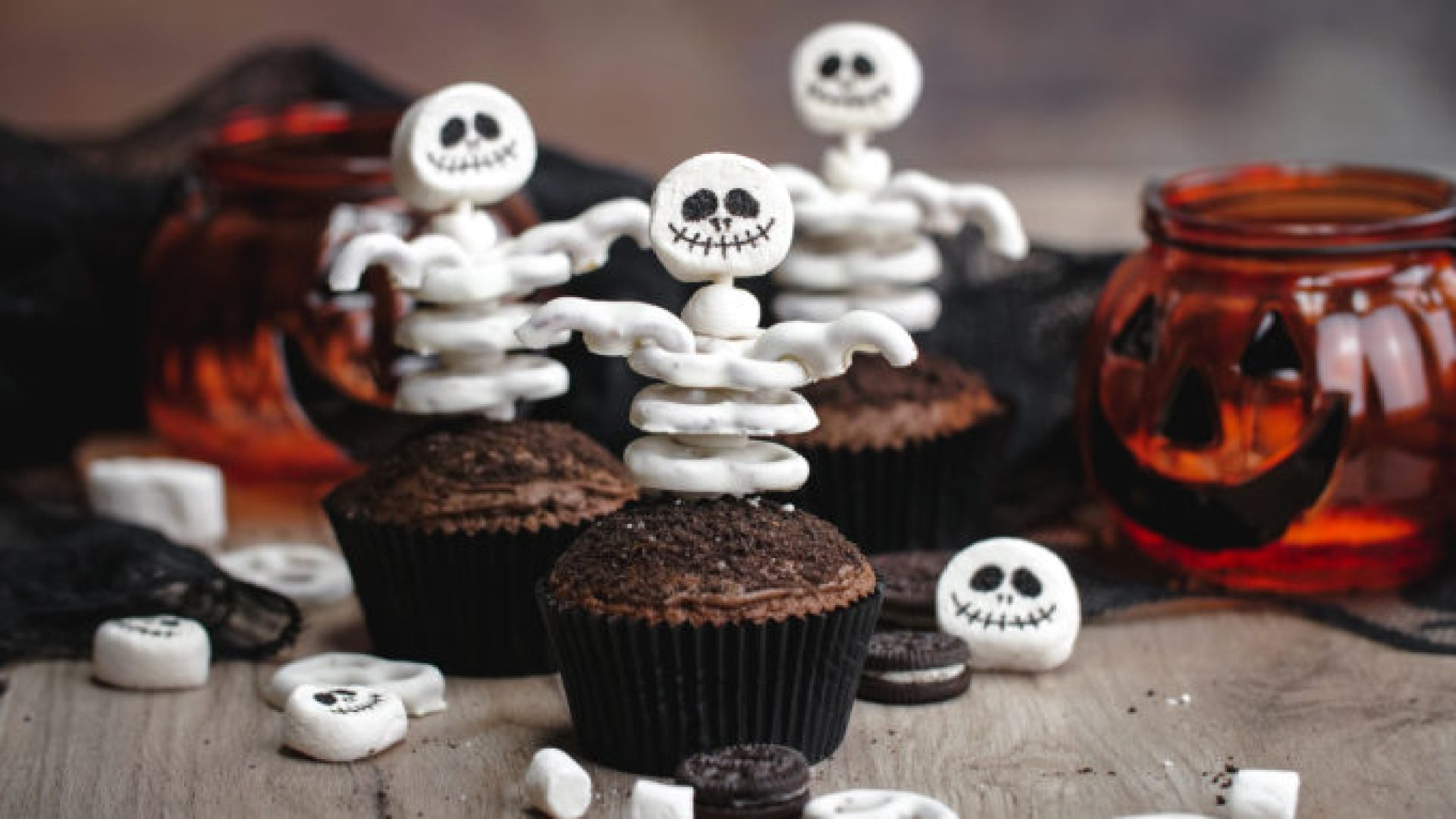 Cute Halloween Skeleton Cupcakes, a fun halloween food craft