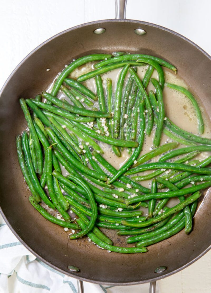 Easy garlic green beans, the best way to make green beans taste good