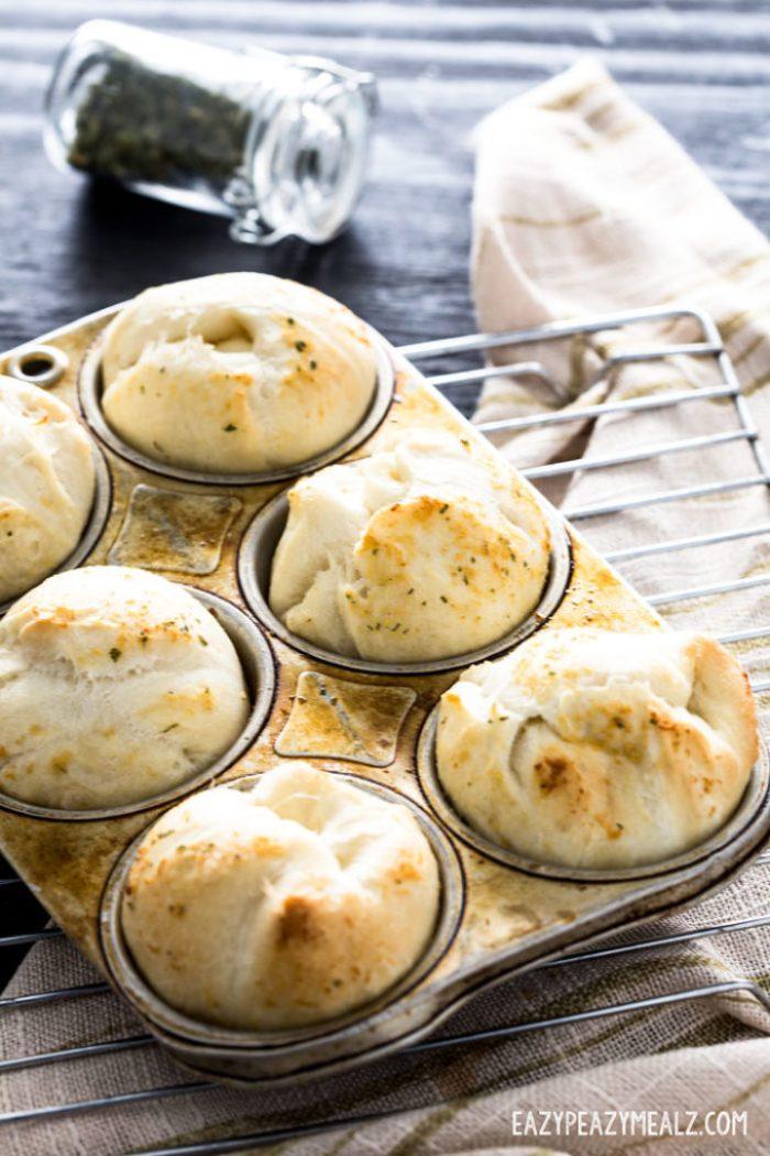 cheese-stuffed-garlic-rolls-1
