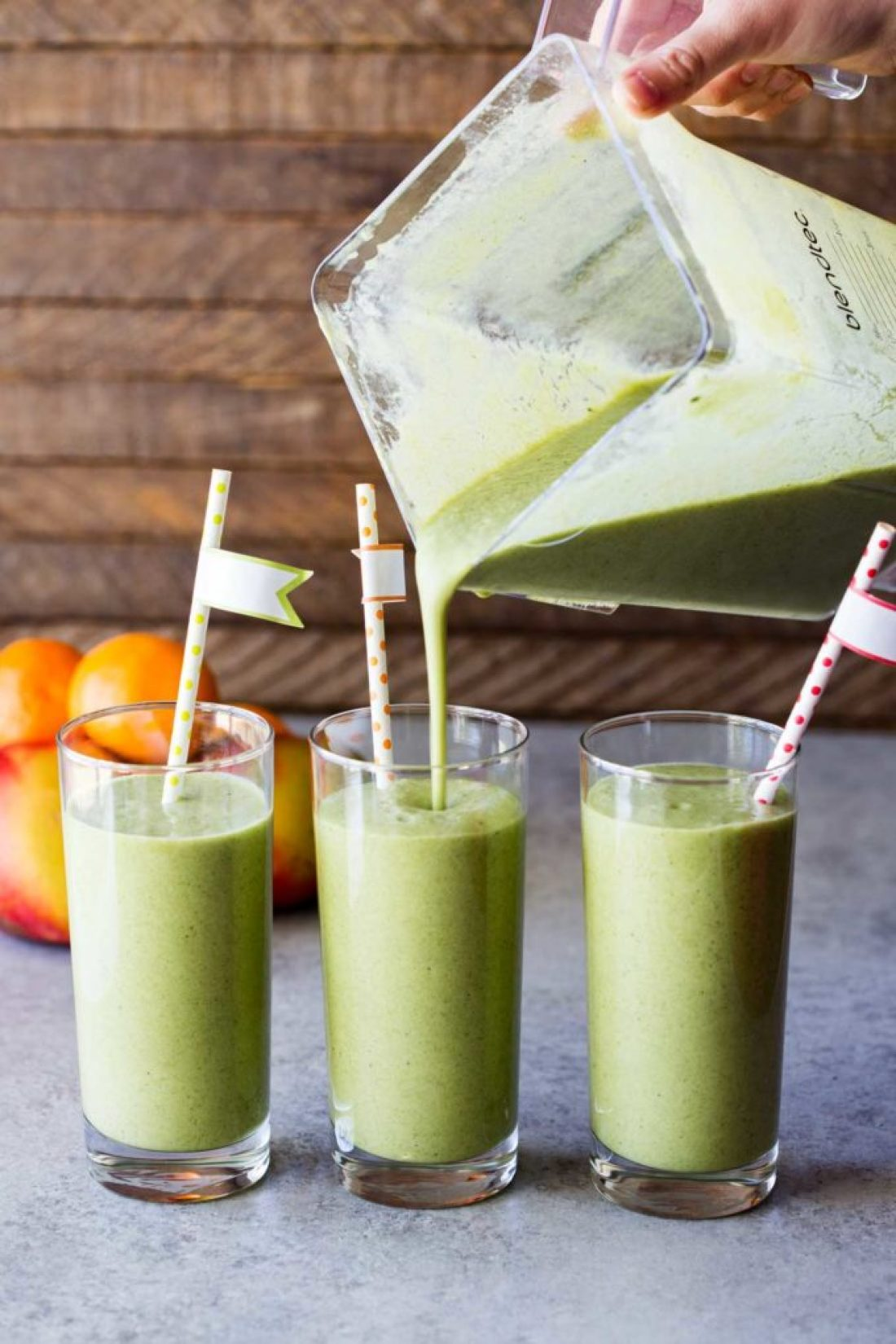 Pouring Collagen Beauty Greens, Green smoothie with mango