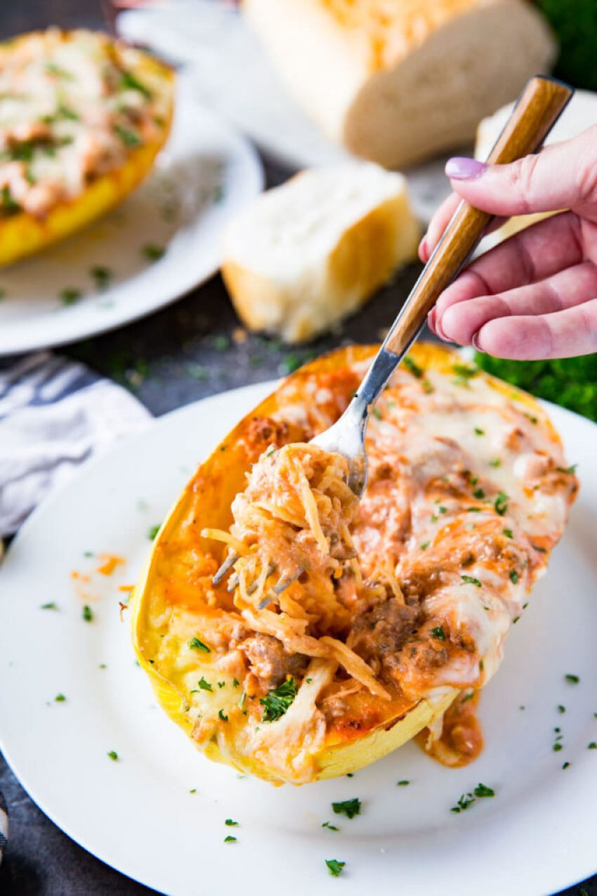 Spaghetti Squash stuffed with Lasagna fillings, this is the best way to eat spaghetti squash ever! Spaghetti squash lasagna