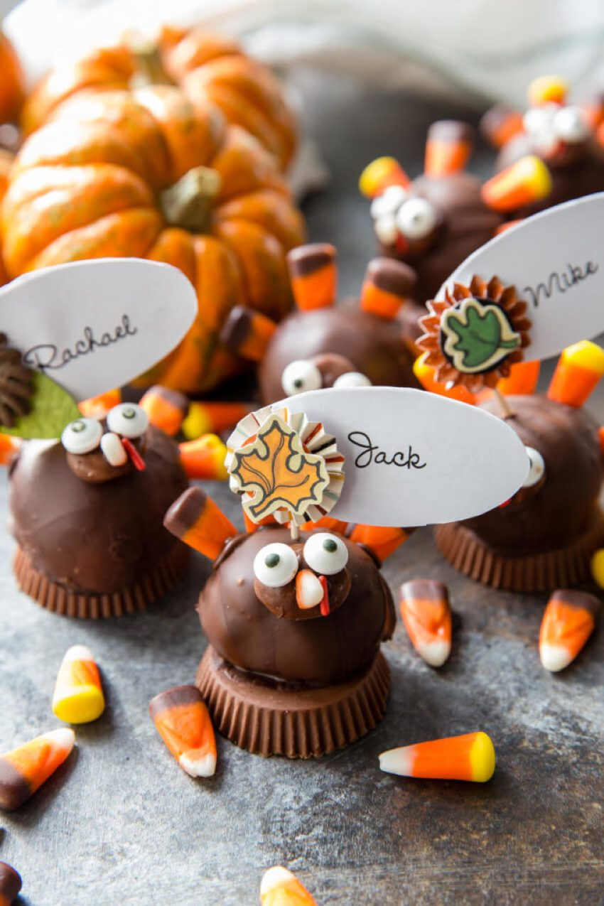 How to make turkey truffles out of OREOs and cream cheese to make place card holders
