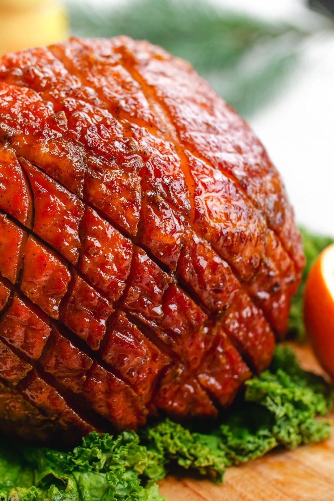 A perfectly scoured and glazed ham