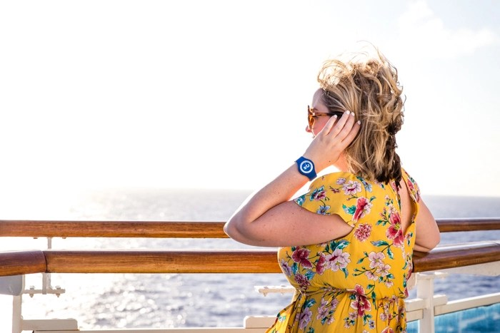 Wear bright fun colors on a cruise