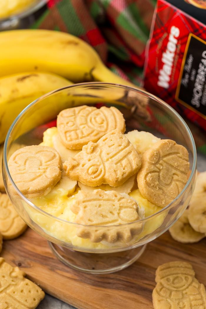Walkers Shortbread Mini Festive Shapes on top of banana pudding