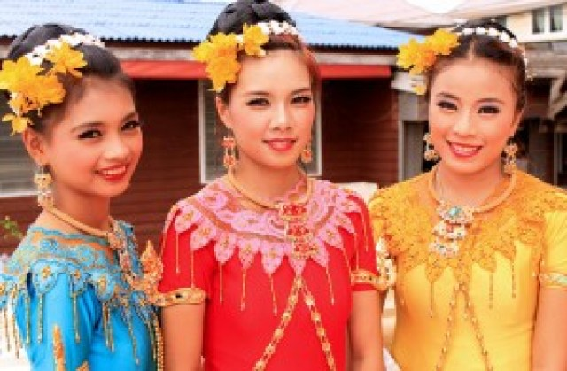Traditional Mon Dancers