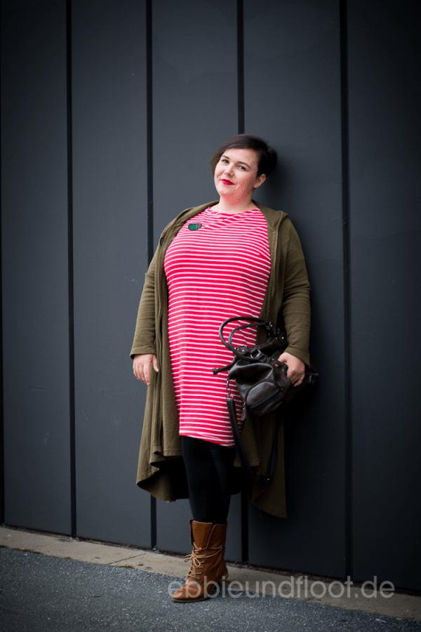 Rotes Plus Size Kleid mit Mantel