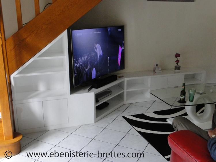 meuble tv sous escalier ebenisterie brettes