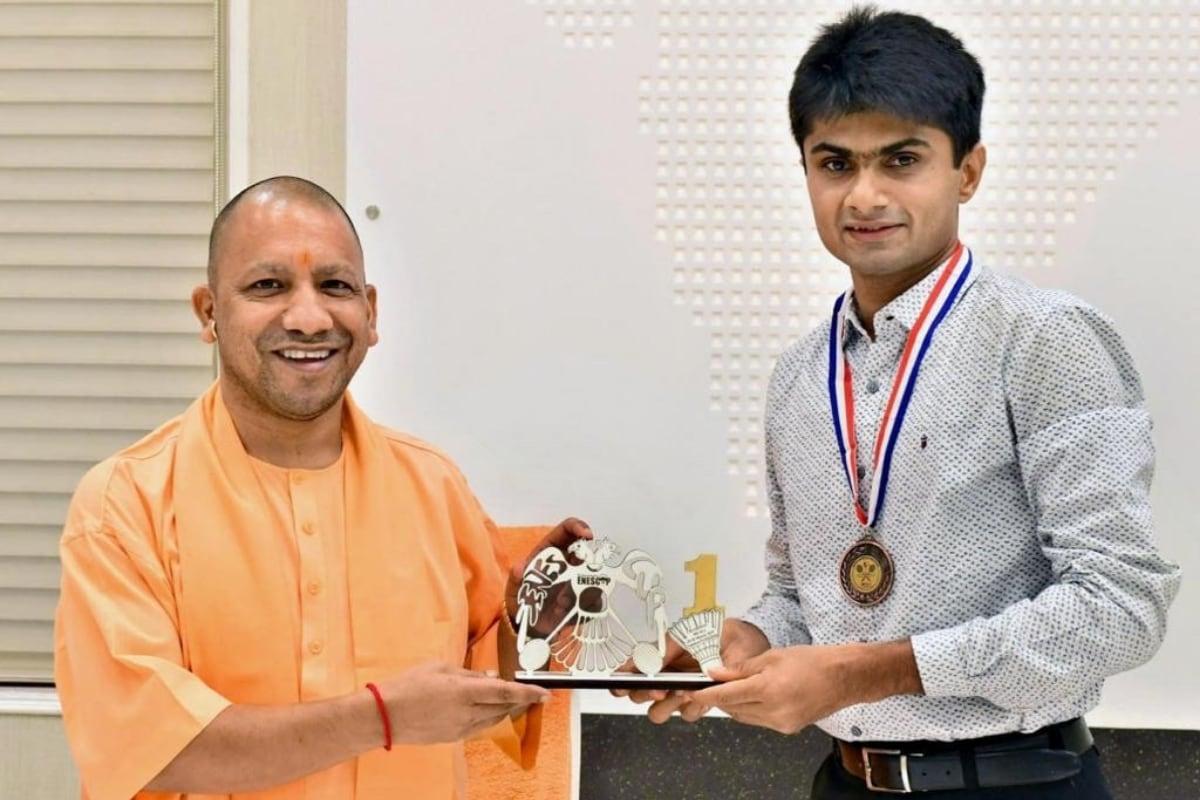 UP CM Yogi Adityanath poses with Noida DM Suhash LY (Nikhil Lakhwani)