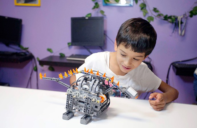 SEP, Fundación Telefónica y RobotiX beneficiarán a jóvenes con programas de robótica