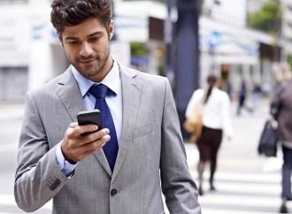 Móvil vs. vía pública: la competencia por la atención de los usuarios en la calle