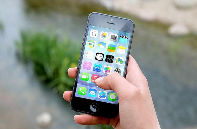 Una app para espiar teléfonos fue vulnerada y expuso información privada