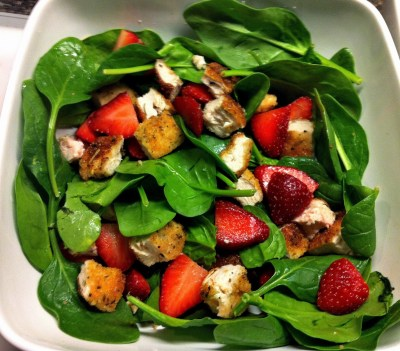 Strawberry Spinach Salad with Chicken Breast - Top8Free