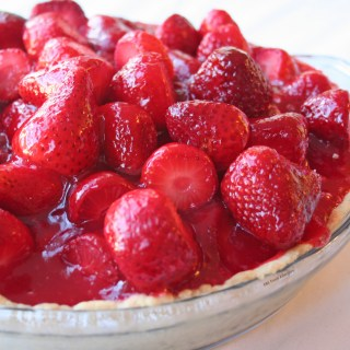 This is the best dairy-free strawberry pie recipe because it tastes amazing, looks gorgeous, and is SO easy to make!