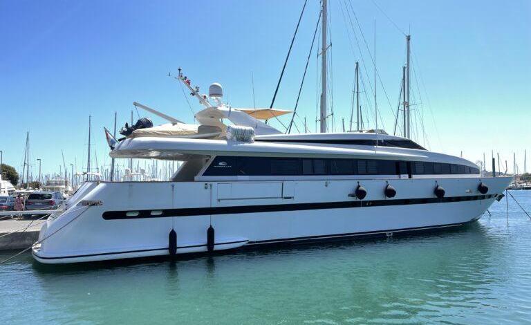 eBlue_economy_TWW Yachts sell the 33.5m Eurocraft 110 PAS ENCORE