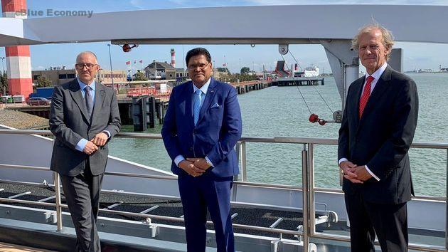 eBlue_economy_Surinamese President Santokhi in Rotterdam port