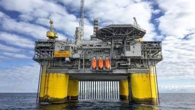 eBlue_economy_النفط يواصل الصعود بعد سلسلة مكاسب أسبوعية وسط أزمة الطاقة