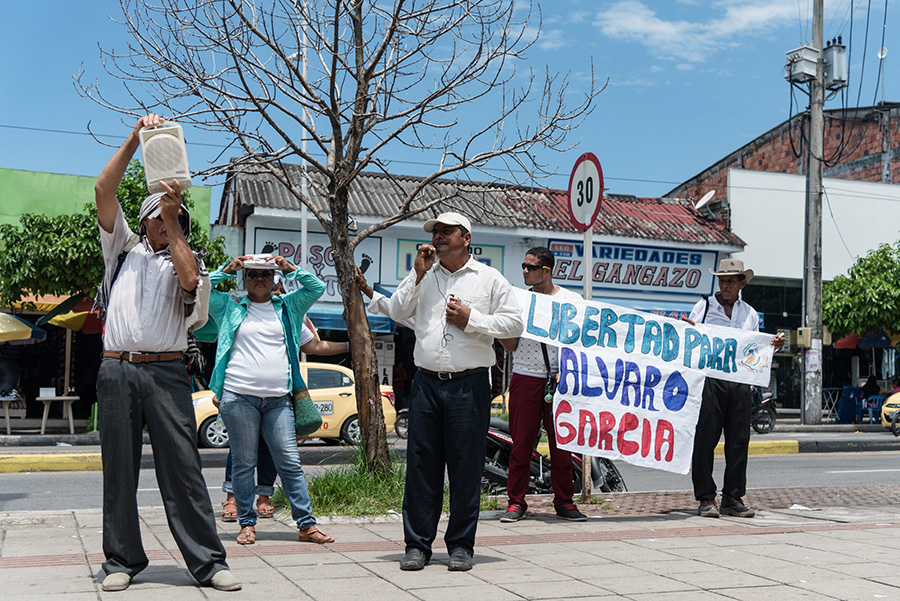 Edinson Garcia, president of the Community Action Committee of El Guayabo calls for the release of community member Alvaro Garcia at a demonstration in front of the court in Barrancabermeja on May 5, 2016. (CPT/Caldwell Manners)