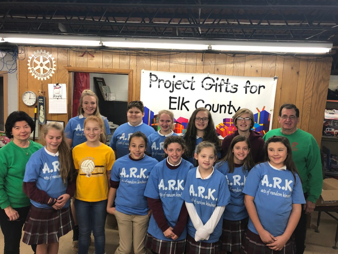Middle school students help at Project Gifts for Elk County