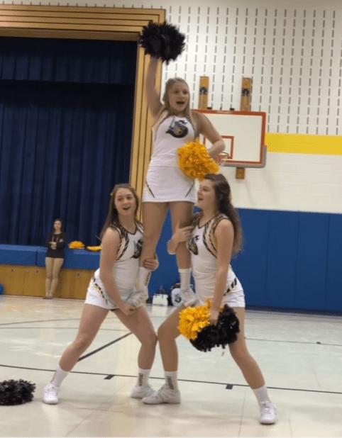 Video: Cheerleaders host pep rally for elementary school students