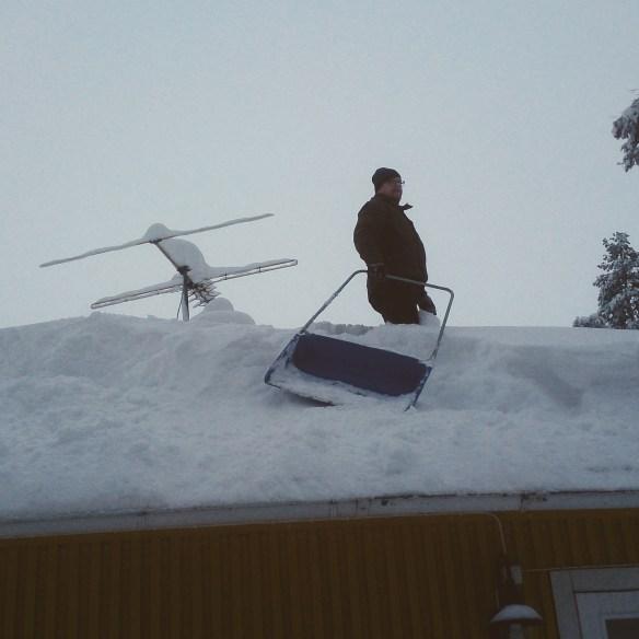 Mycket snö tynger ner taket.