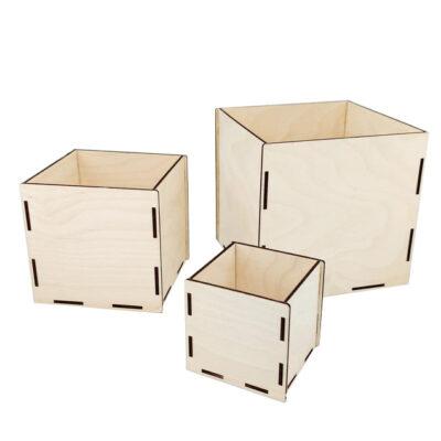 scatole in legno aperte