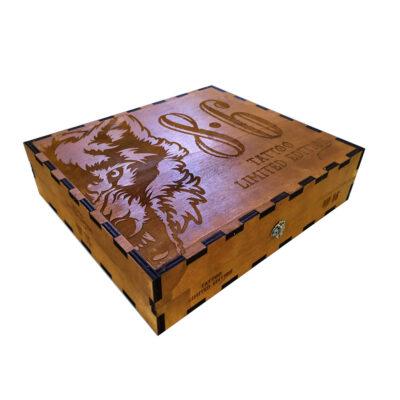 scatola incisa e verniciata