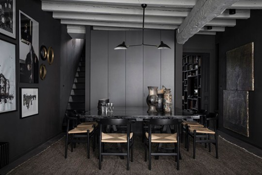 Black-home-Lyon-EclecticTrends