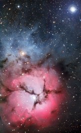21 Stars are born in the dust-banded Trifid Nebula (120 x 73) €175,09