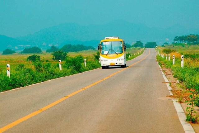bus-op-lege-weg