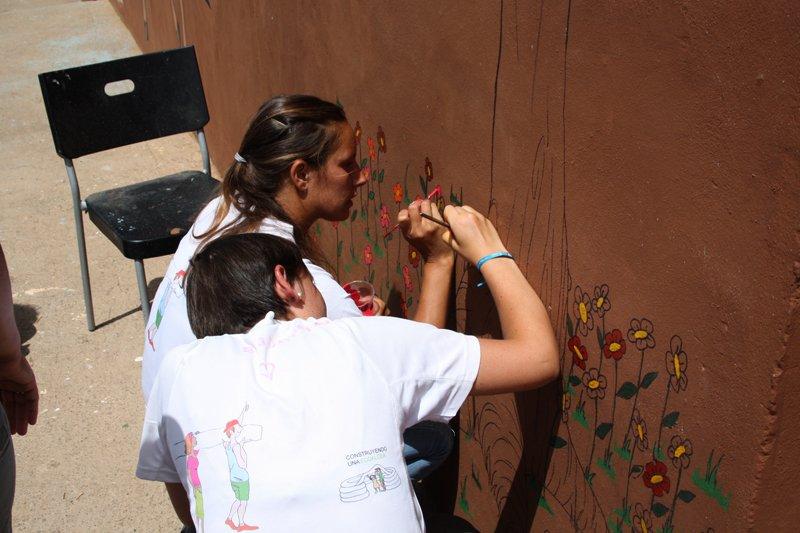 marta-y-ypaula-pintando-las-cuadras