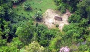 A presença dos índios chamados de Pirititi pelos vizinhos Waimiri-Atroari foi confirmada em 2011, quando equipe da Funai avistou malocas e roçado - Foto: CGIIRC / DPT / Funai