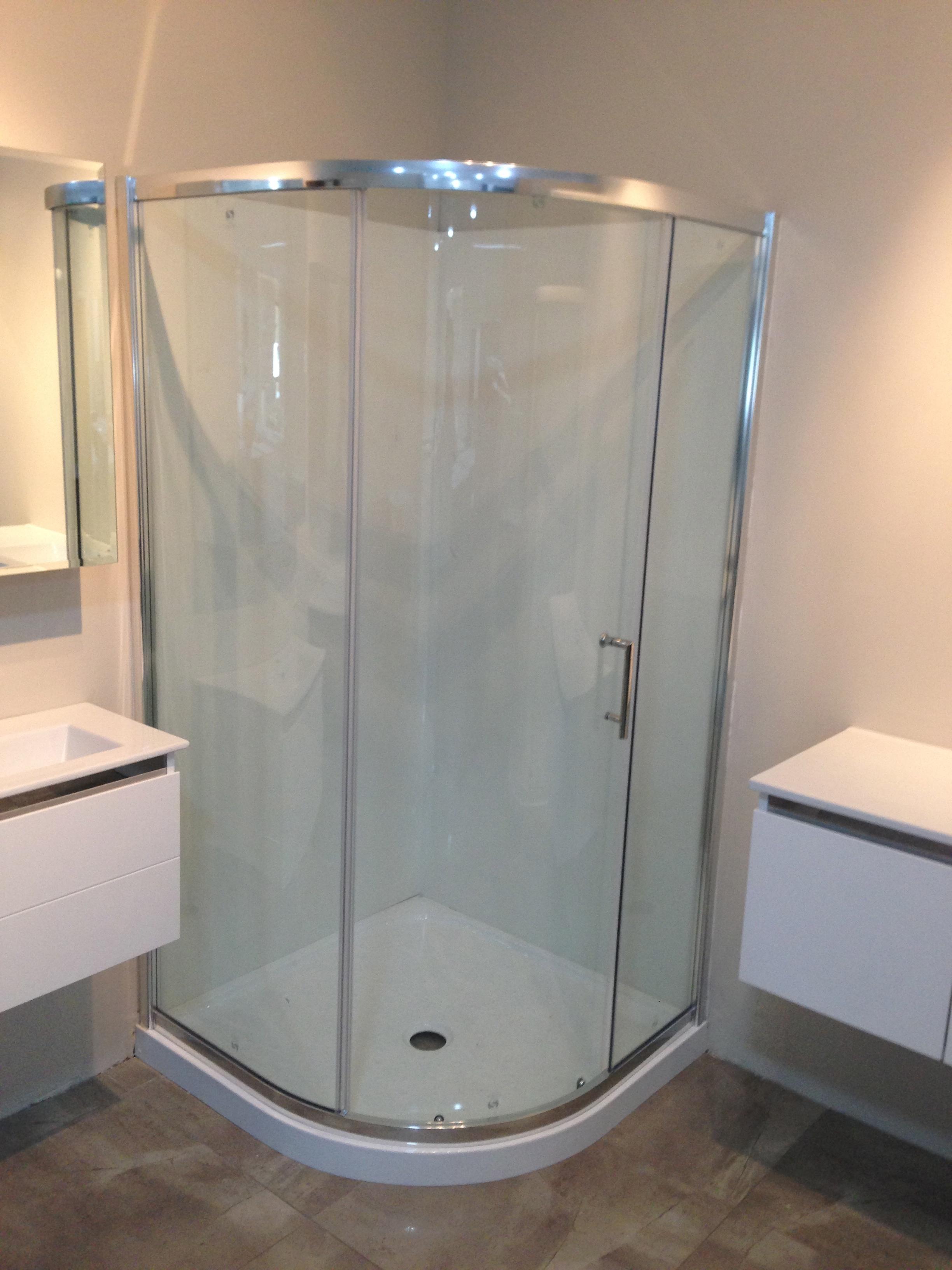 Curved Corner Shower 900 W Single Sliding Door FF309