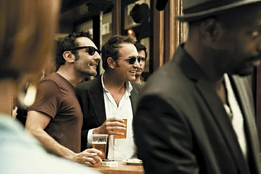 Gilles Lellouche e Jean Dujardin in una scena de Gli infedeli