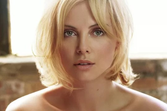 Charlize Theron primo piano