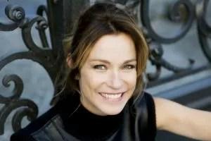 Stefania Rocca sorridente