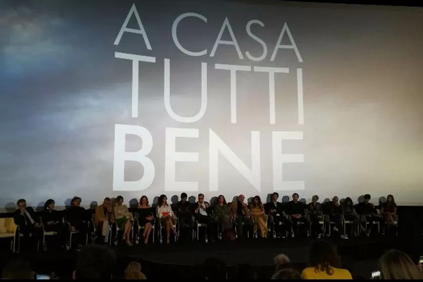 """conferenza stampa di """"A casa tutti bene"""" con il cast al completo"""